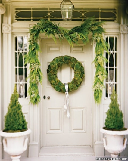 boxwoodclippings_martha stewart christmas porch