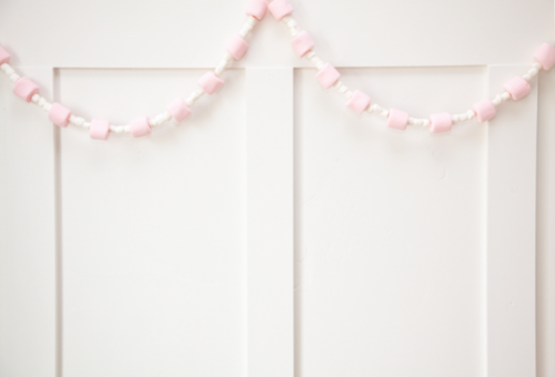boxwood clippings_diy pink and white marshmallow valentine's garland