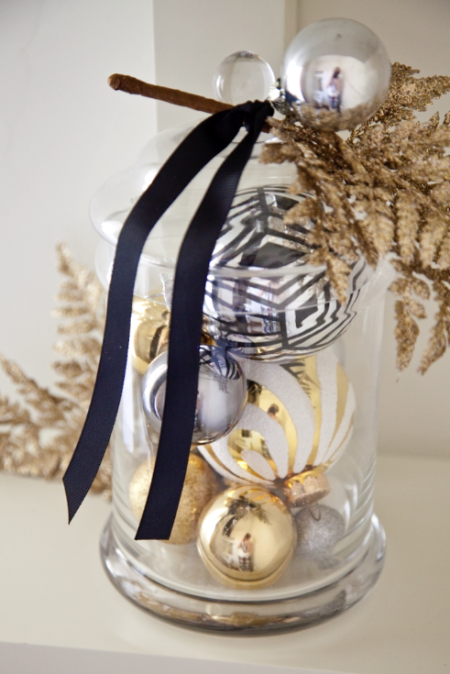 boxwood clippings_gold and black christmas decorations