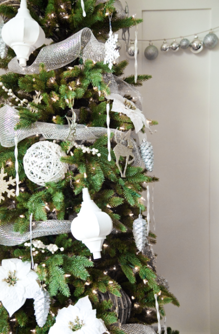 boxwood clippings_christmas tree with white decorations