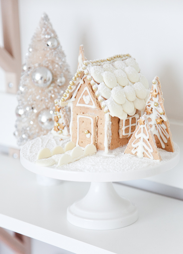 boxwood clippings | easy white gingerbread-house