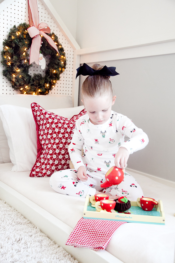 a childrens bedroom ready for christmas boxwood clippings kids christmas room 2 - Children Christmas Pictures 2